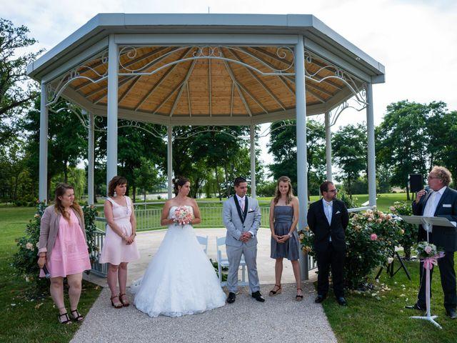 Le mariage de Lucie et Thomas à Saint-Denis-de l'Hôtel, Loiret 18