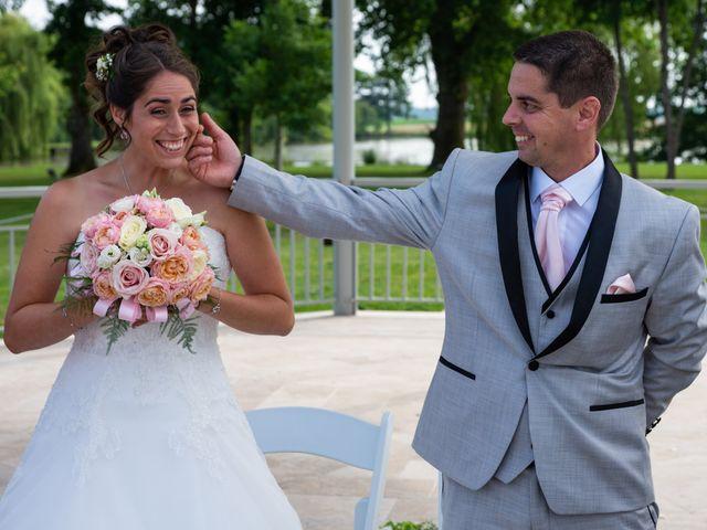 Le mariage de Lucie et Thomas à Saint-Denis-de l'Hôtel, Loiret 19
