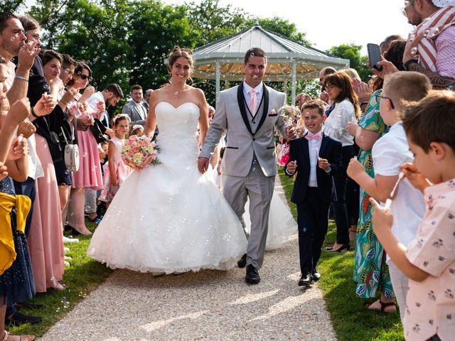 Le mariage de Lucie et Thomas à Saint-Denis-de l'Hôtel, Loiret 20