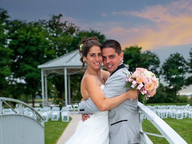 Le mariage de Lucie et Thomas à Saint-Denis-de l'Hôtel, Loiret 22