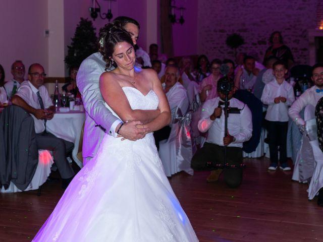 Le mariage de Lucie et Thomas à Saint-Denis-de l'Hôtel, Loiret 37