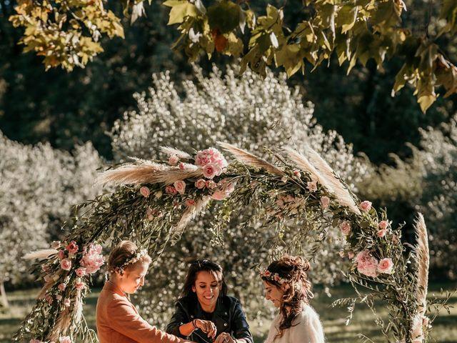 Le mariage de Julie et Ingrid à Villecroze, Var 89