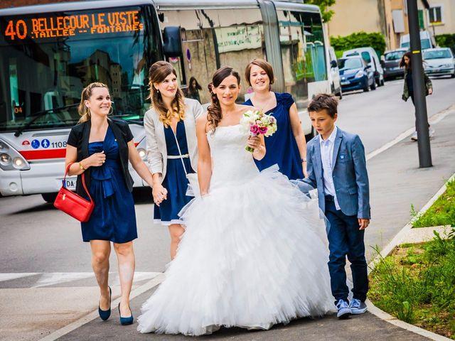 Le mariage de Lionel et Juliette à Fontaines-sur-Saône, Rhône 12