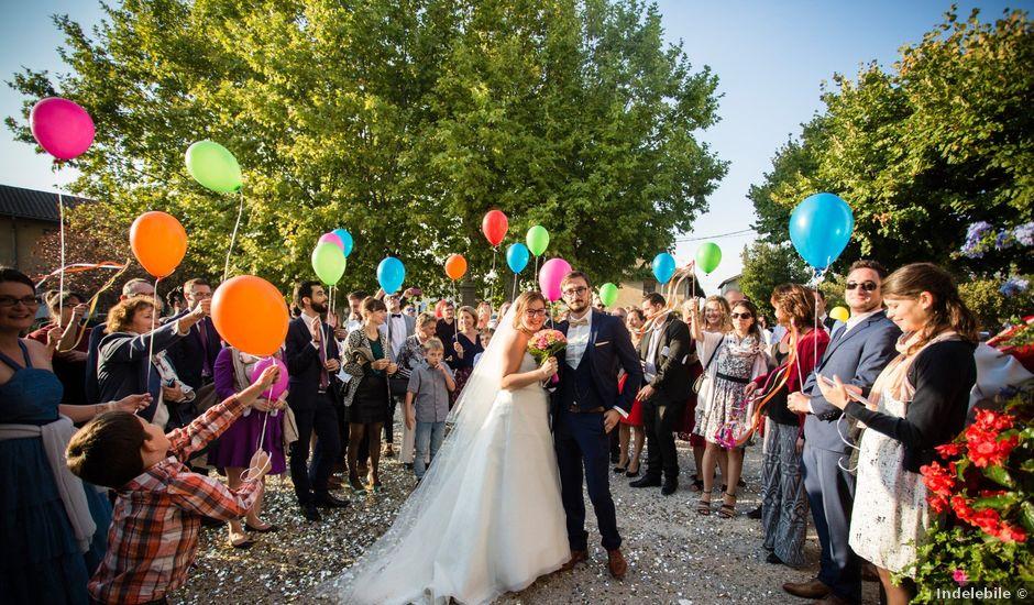 Le mariage de Johan et Laura à Saint-André-sur-Vieux-Jonc, Ain