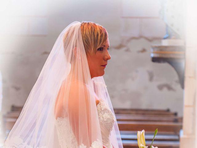 Le mariage de Mikaël et Amandine à Latillé, Vienne 7