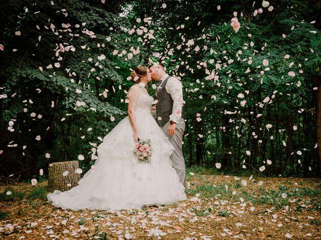 Le mariage de Valentin et Laura à Morestel, Isère 11