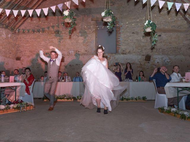 Le mariage de Loic et Camille à Anzy-le-Duc, Saône et Loire 20