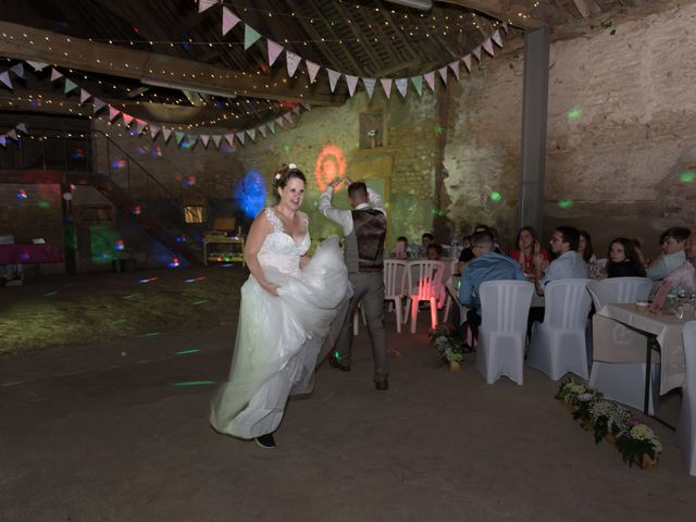 Le mariage de Loic et Camille à Anzy-le-Duc, Saône et Loire 21