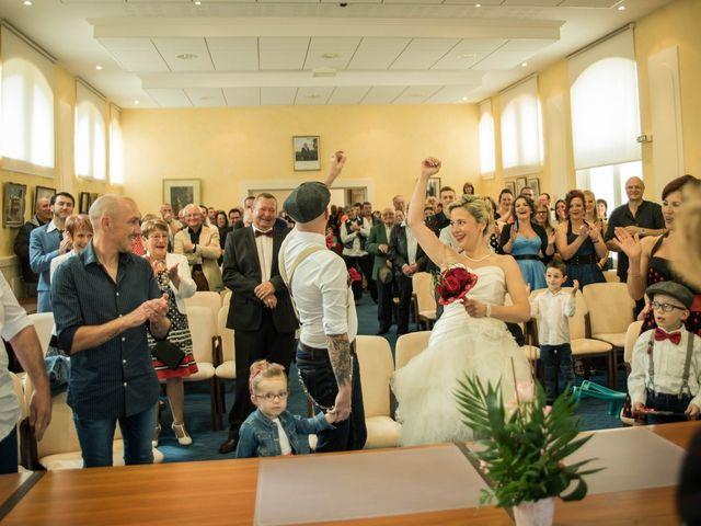 Le mariage de Maxime et Gaëlle à Chazelles-sur-Lyon, Loire 15