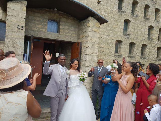 Le mariage de Jean Simon  et Maria à Fleury-Mérogis, Essonne 2