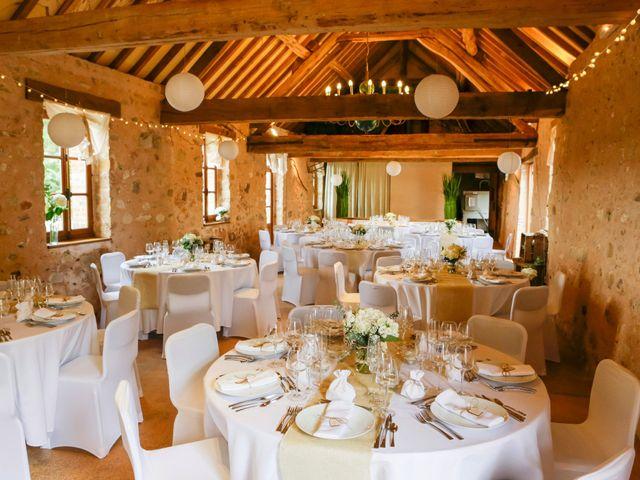 Le mariage de Eric et Isabelle à Courtois-sur-Yonne, Yonne 10