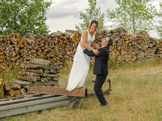 Le mariage de Eric et Isabelle à Courtois-sur-Yonne, Yonne 38