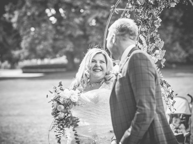 Le mariage de John et Elody à Tuffé, Sarthe 24