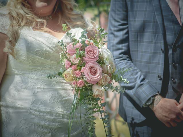Le mariage de John et Elody à Tuffé, Sarthe 25