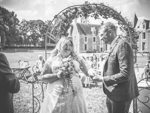 Le mariage de John et Elody à Tuffé, Sarthe 30