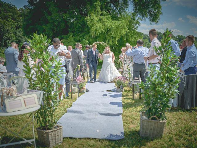 Le mariage de John et Elody à Tuffé, Sarthe 31