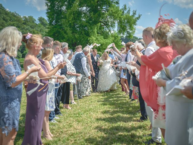 Le mariage de John et Elody à Tuffé, Sarthe 33