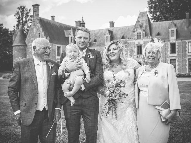 Le mariage de John et Elody à Tuffé, Sarthe 34