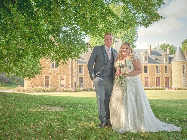 Le mariage de John et Elody à Tuffé, Sarthe 43