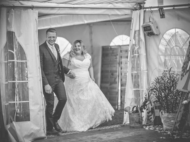 Le mariage de John et Elody à Tuffé, Sarthe 49