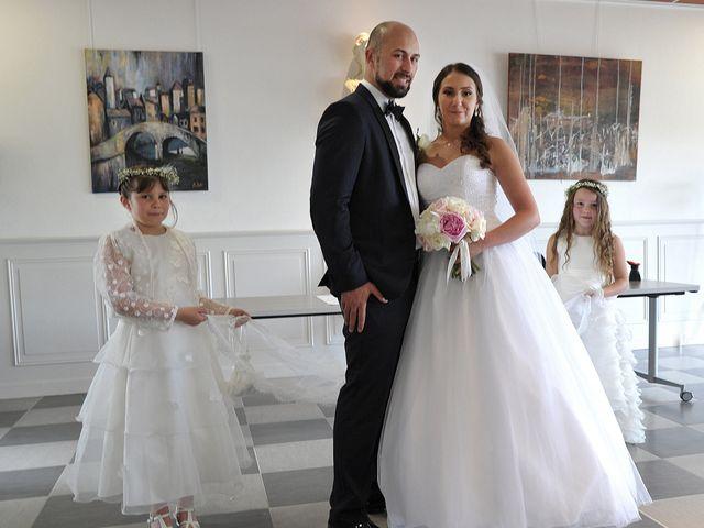 Le mariage de Julien et Angie à Brantôme, Dordogne 18