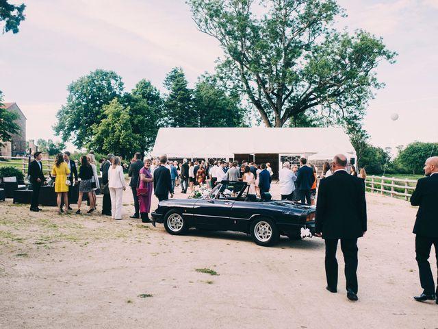 Le mariage de César et Pauline à Marols, Loire 34