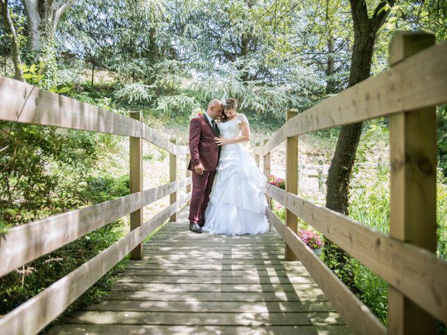 Le mariage de Yoann et Aurélie à Saint-Martin-la-Plaine, Loire 13