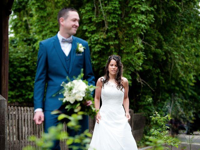 Le mariage de Bastien et Sara à Les Hogues, Eure 11