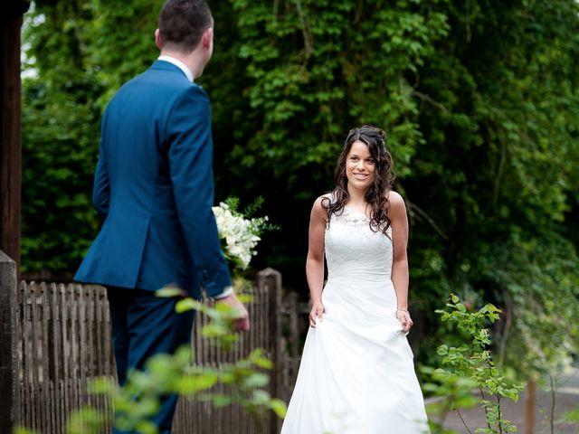 Le mariage de Bastien et Sara à Les Hogues, Eure 12