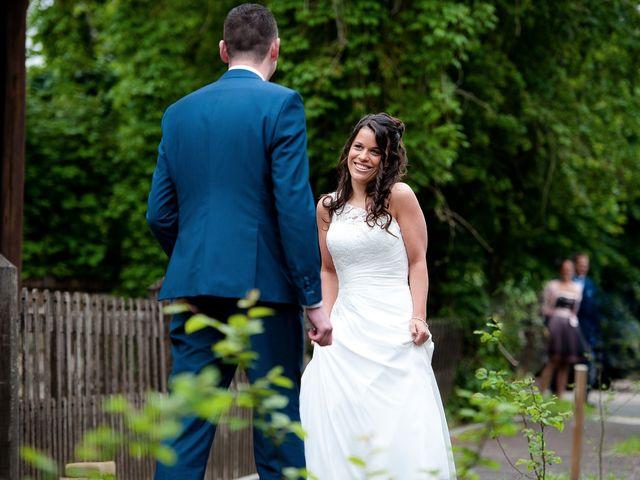 Le mariage de Bastien et Sara à Les Hogues, Eure 13