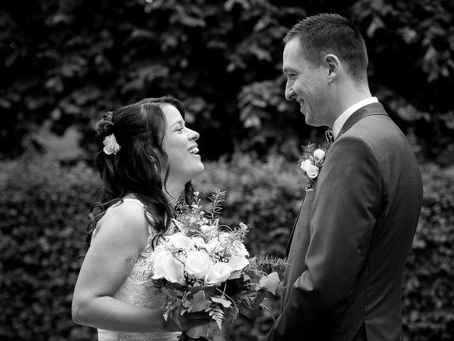 Le mariage de Bastien et Sara à Les Hogues, Eure 18