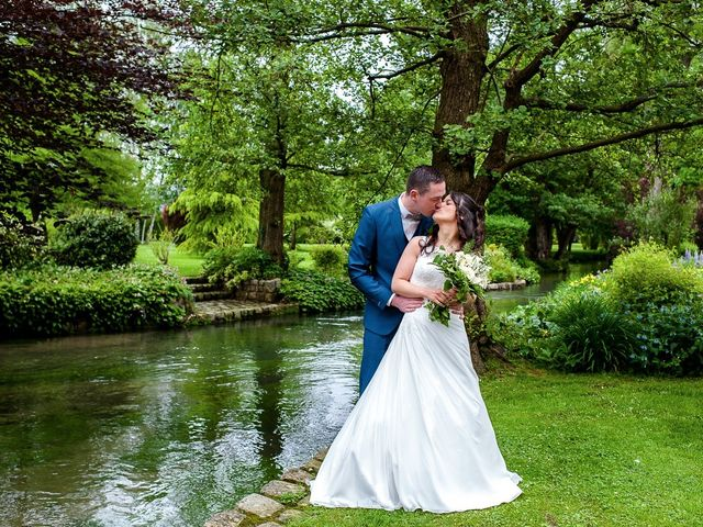 Le mariage de Bastien et Sara à Les Hogues, Eure 22