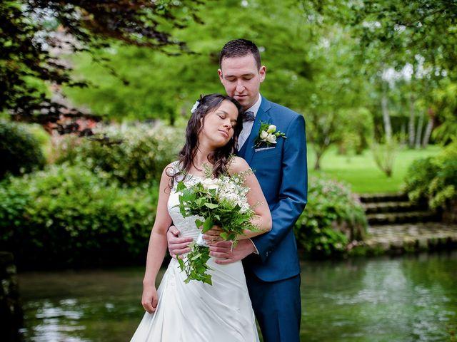 Le mariage de Bastien et Sara à Les Hogues, Eure 23
