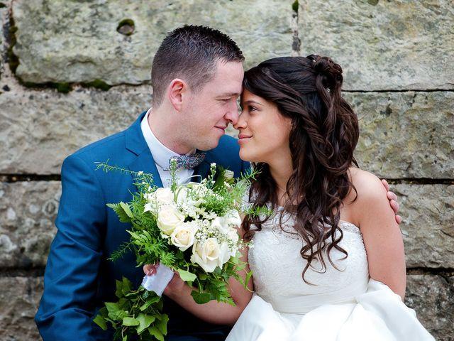 Le mariage de Bastien et Sara à Les Hogues, Eure 28