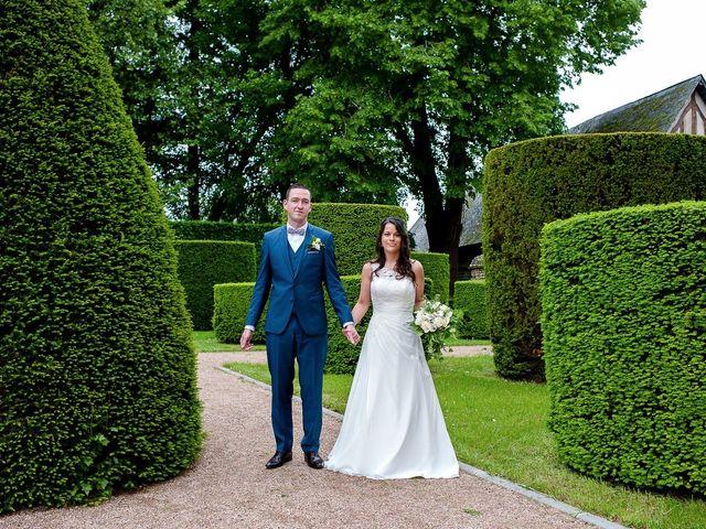 Le mariage de Bastien et Sara à Les Hogues, Eure 30