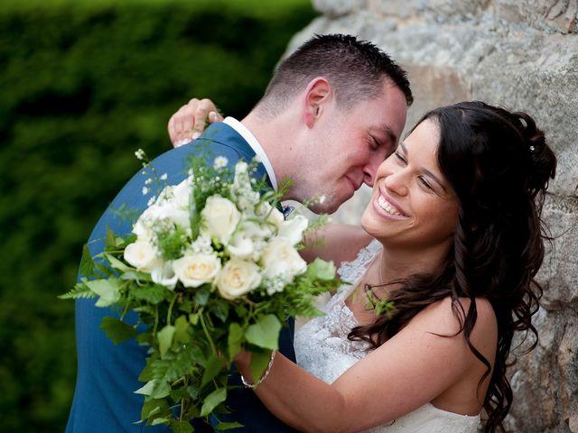 Le mariage de Bastien et Sara à Les Hogues, Eure 34