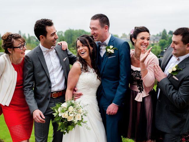 Le mariage de Bastien et Sara à Les Hogues, Eure 44