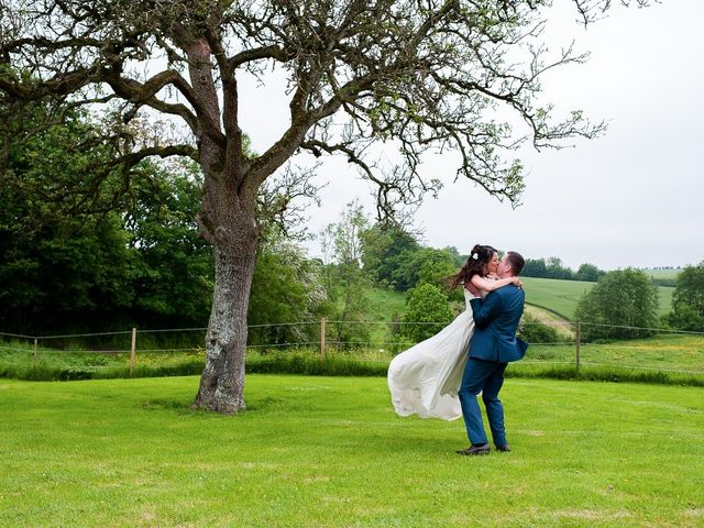 Le mariage de Bastien et Sara à Les Hogues, Eure 76