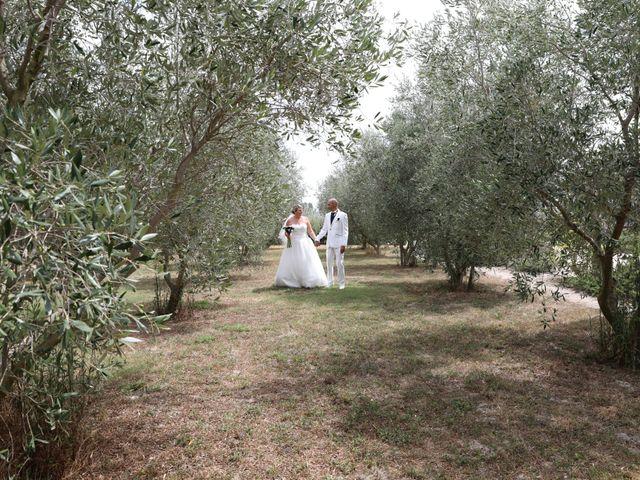 Le mariage de Alain et Laetitia à Bellegarde, Gard 24