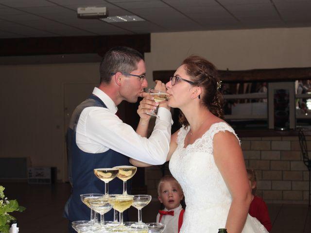 Le mariage de Loulou et Elodie à Hennezis, Eure 75