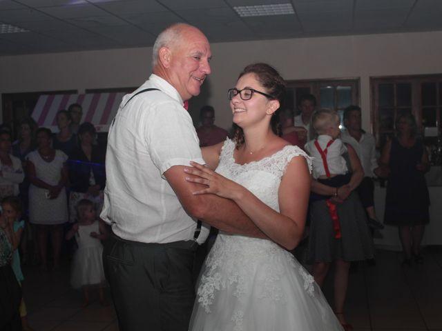 Le mariage de Loulou et Elodie à Hennezis, Eure 79