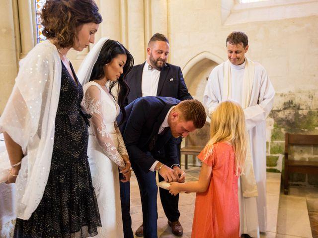 Le mariage de Maxime et Vanyung à Colombiers, Vienne 64