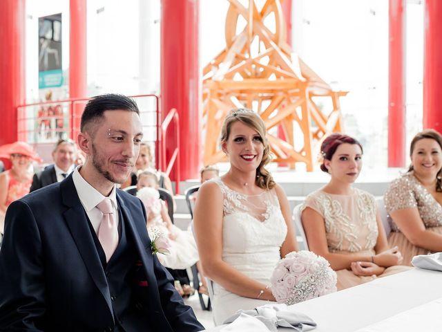 Le mariage de Julien et Laura à Bordeaux, Gironde 50