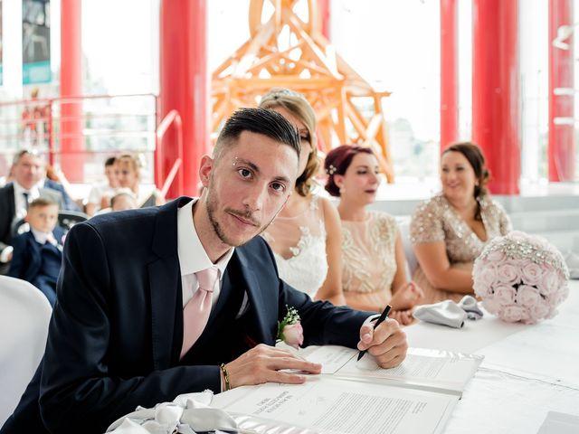 Le mariage de Julien et Laura à Bordeaux, Gironde 52
