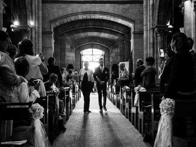 Le mariage de Julien et Laura à Bordeaux, Gironde 59
