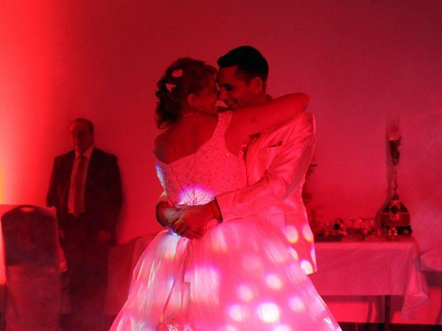 Le mariage de Mickaël et Vanessa à Magalas, Hérault 63