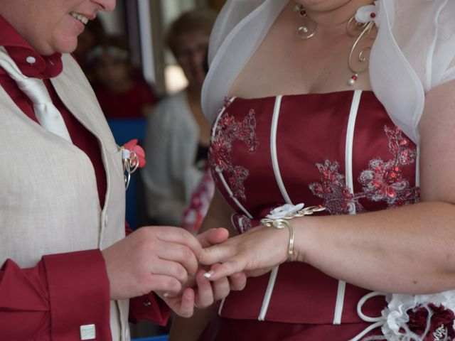 Le mariage de Laetitia et Chrystelle à Belleville, Rhône 11