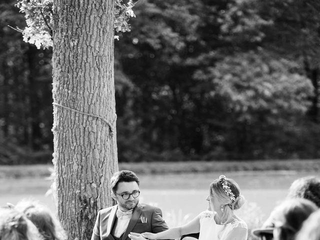 Le mariage de Baptiste et Hélène à Poilly-lez-Gien, Loiret 2