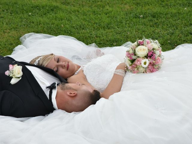 Le mariage de Pierre  et Laura  à Saint-Just-en-Chaussée, Oise 14
