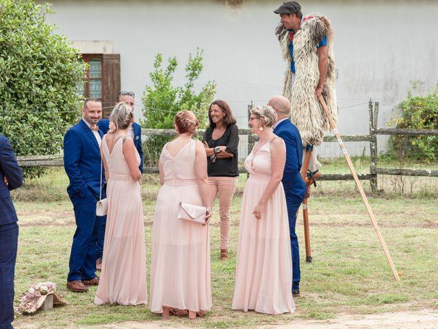 Le mariage de Loïc et Alexiane à Bourriot-Bergonce, Landes 57